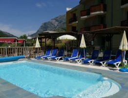 alpes piscine hotel lauzetane