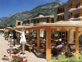 alpes terrasse hotel lauzetane